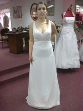 šaty_07, byly mi velké, tak jsem si je musela stahovat vzadu rukou :-) Ve skutečnosti vypadají mnohem lépe.