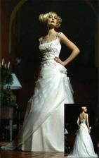 šaty_02 na modelce