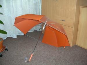 oranžový deštník z Jysku, snad nebude potřeba