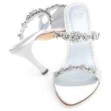 Tyhle sandalky chci jen nevim co je to za značku