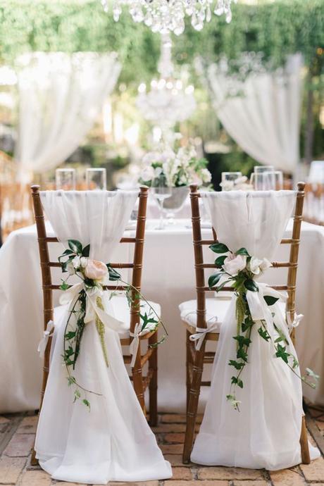 Biele stuhy na stoličku - Obrázok č. 1