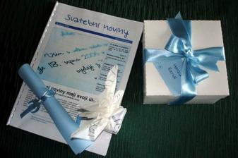 měli jsme svatební noviny, meníčko a výslužku a pro každého malý dáreček