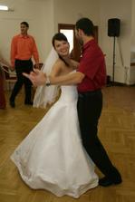 Prvním manželským tancem byl náš zamilovaný waltz...