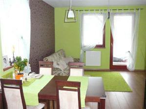 Obývačka s jedalenským kútom