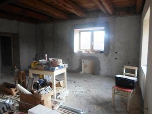 kuchyňská linka rovná přes celou stěnu