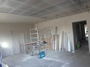 sádrokarton stěna, strop (obývák, kuchyň)