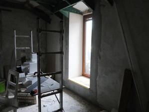 ložnice, chybí štuk, nivelačka, palubky, výmalba, pokládka koberce