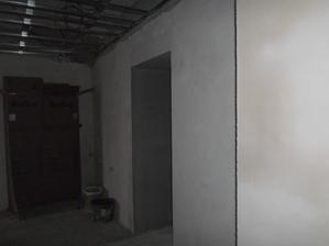 chodba (vpravo vchod do koupelny)