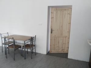 """Jídelní """"koutek"""", prozatimní, bude bílý stůl a nové židle"""
