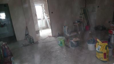 první patro - hala, vlevo na foto koupelna, vpředu ložnice