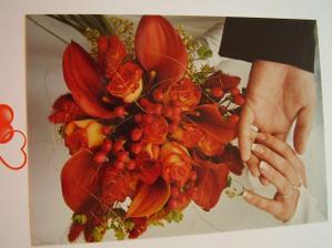 umělecké foto s kytkou a prsteny