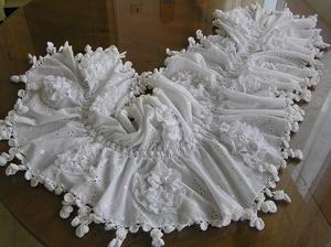 A toto je výsledek. Pléd, šál, boa nebo jak se tomu vlastně říká :-D Nosím ho i ve všední dny. A na svatbě by mohl být hezkým doplňkem. I když, já ho nedělala kvůli svatbě, čili náklady 0,-.