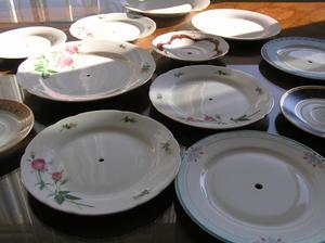 Stala jsem se majitelkou dvanácti talířů s dírkou :-D