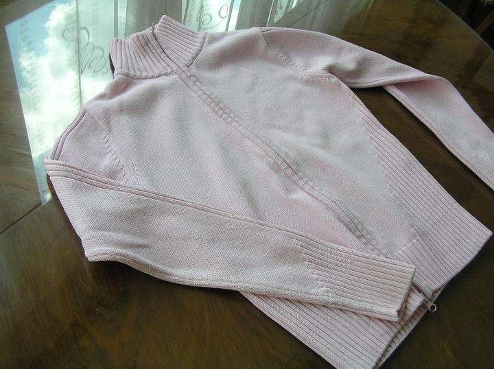 Svatba za babku 3 - PINK - ... z tohoto svetříku. Můj (již nenosím), 100% bavlna. Nula Kč.
