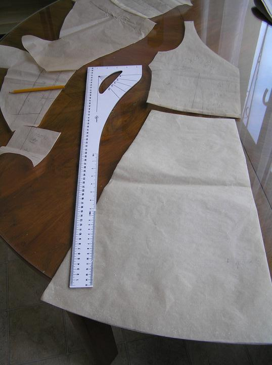 Svatba za babku 3 - PINK - Pouštím se do šatů. Budou krátké a jednoduché. Kreslím střih.