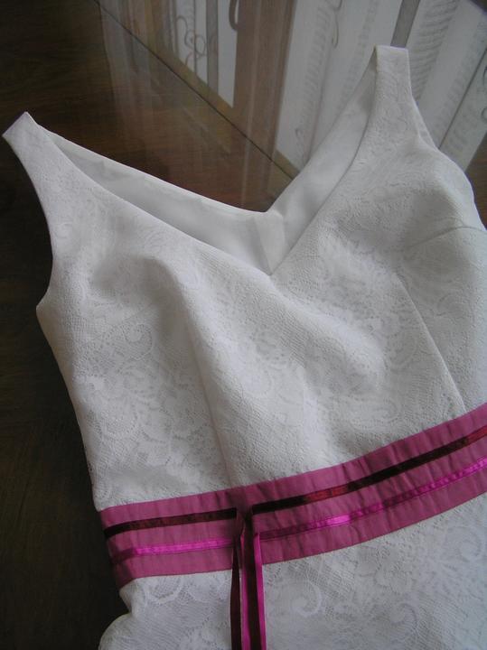 Svatba za babku 3 - PINK - Ramínka sešita, podšívka přichycena na tkanice zipu, nitě vytaženy, zbývá dodělat jen délku a ozdobit.