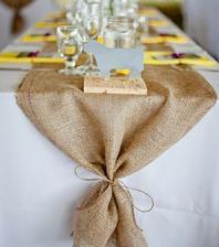 jutovina na stoloch