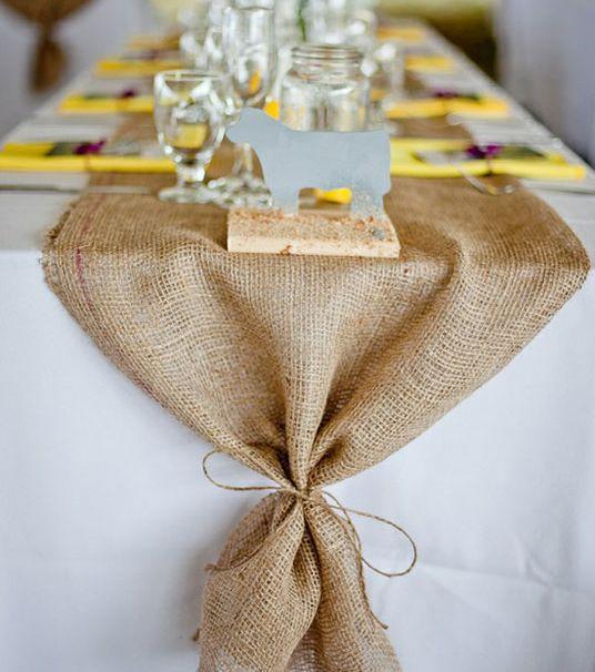 """""""Keby som sa mohla odviazať, moja svadba snov by vyzerala takto..."""" - jutovina na stoloch"""