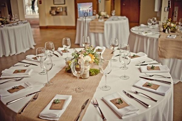 """""""Keby som sa mohla odviazať, moja svadba snov by vyzerala takto..."""" - Okrúhle stoly jednoznačne! Jutovina a sukulentíky"""