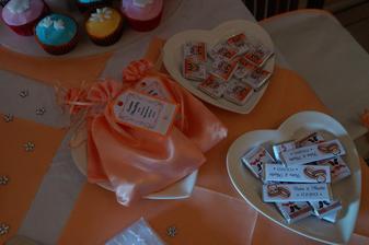 mandličky, žvýkačky a čokoládky:)