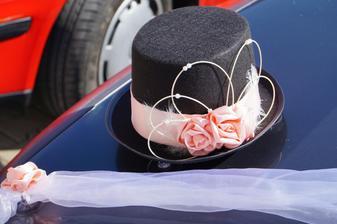 výzdoba auta ženicha:)