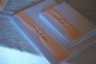 svatbení kniha a složka na oddací list :)