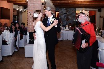 Prvý manželský tanec na harmonikový koncertný valčík