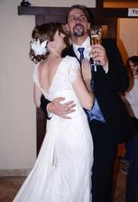 Odkedy sme spolu ma môj muž presviedča že netancuje...na svadbe tancoval v kuse