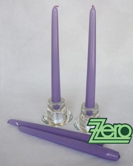 Svíčka dlouhá 24 cm - sv. fialová (lak) - Obrázek č. 1