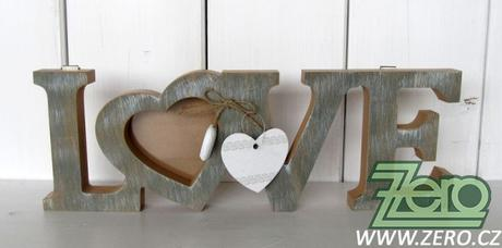 Nápis dřevěný LOVE na fotku - Obrázek č. 1