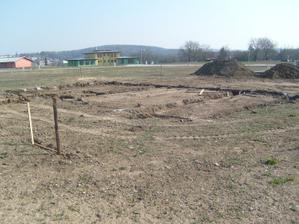 2.4.2009 vykopané základy