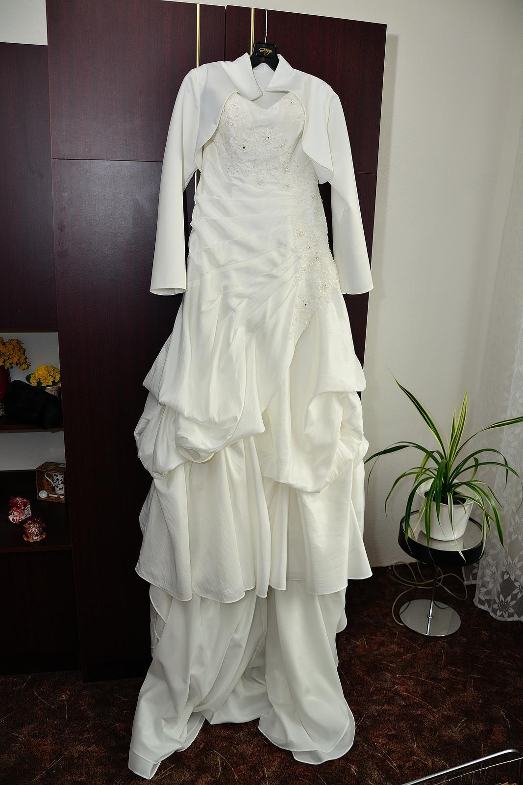 Svatební šaty na jedno ramínko - Obrázek č. 2