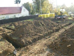 základy pre dom vykopané