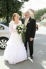 S tatínkem před kostelem