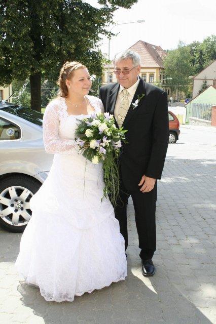Jarka Hodáková{{_AND_}}Jan Lauš - S tatínkem před kostelem