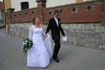 šťastni novomanželé