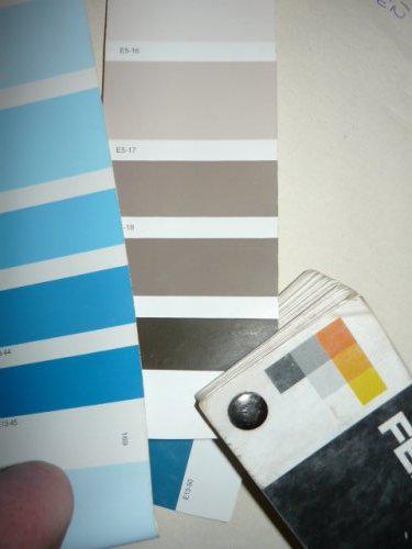 Nas farebny domcek - spalna druha farba od hora a vedla modra cakam na nazory