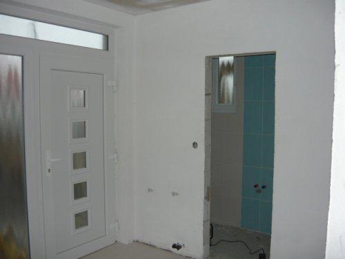 Nas farebny domcek - predsien vchodove dvere