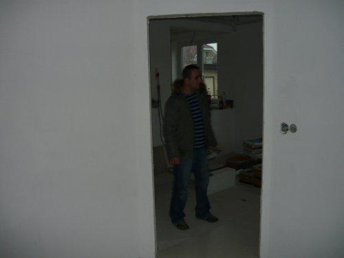 Nas farebny domcek - z predsiene dvere do kuchyne