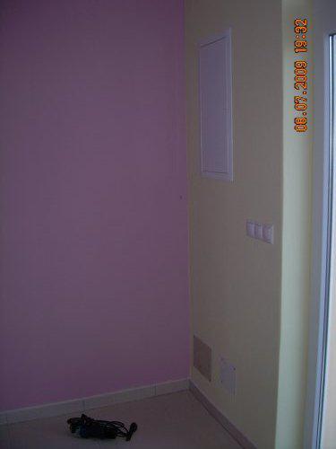 Nabytok - ta maslova stena je stena kde j hlavny vhcoda ta fialova je stena kuchyne