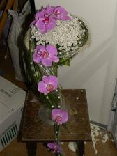 táto vyhrala,len s bielou orchideou a namiesto drobnych bielych kvietkov chcem kremovu hortenziu