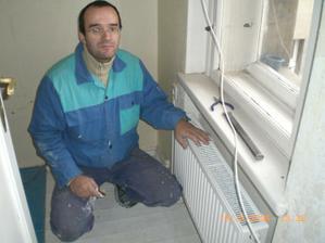 Manžílek s novým topením v ložnici.