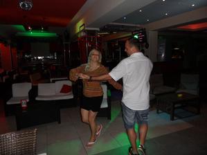 náš první tanec :D švagřík nám zazpíval My way od Sinatry <3