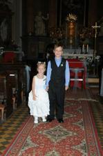 Jamie a Sophie v kostele