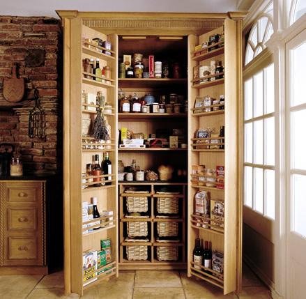 Rustikàlna kuchyňa, to je teplo domova - netreba komoru stačí šikovná skrina ;)