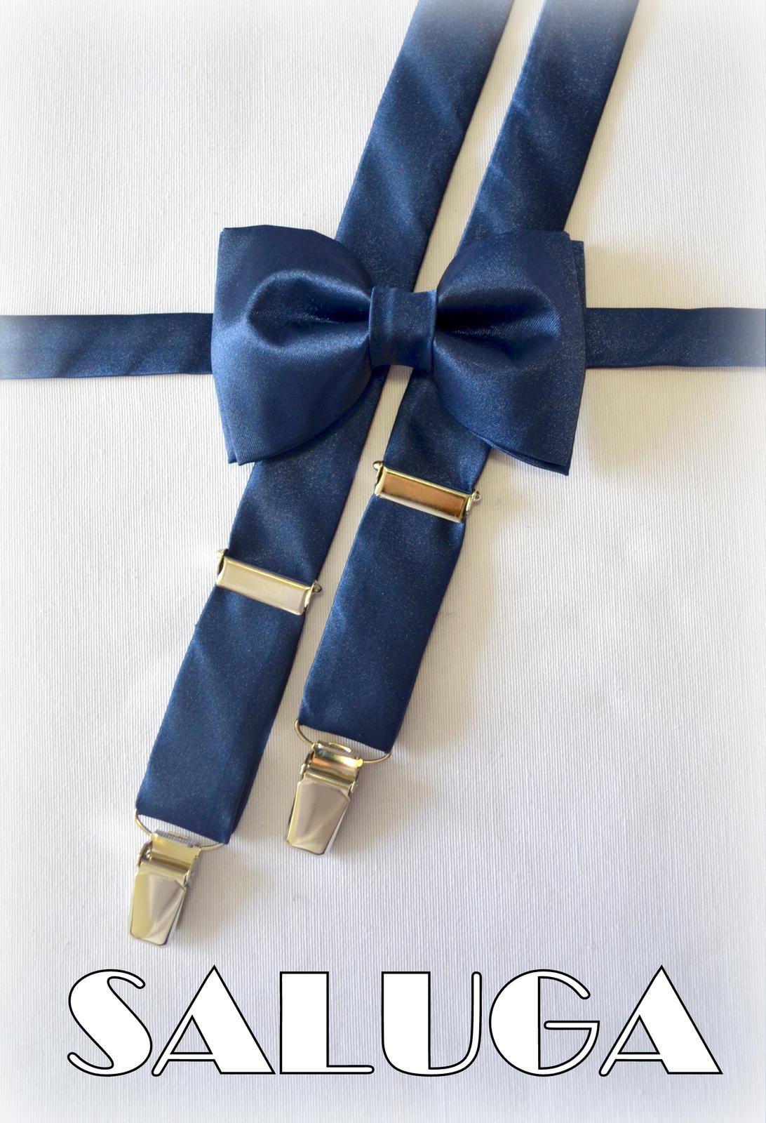 Tmavý modrý pánsky motýlik + traky - Obrázok č. 1