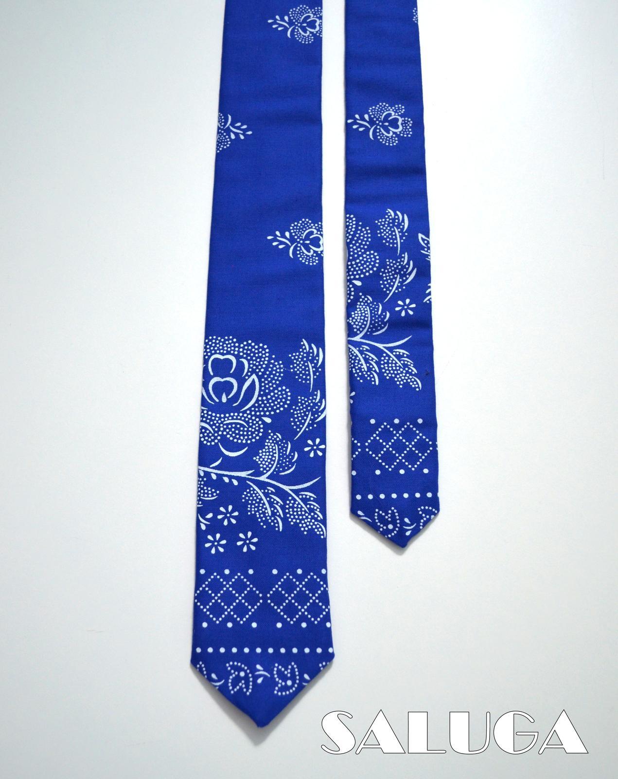 Pánska slim kravata - folklórna - modrá - Obrázok č. 2