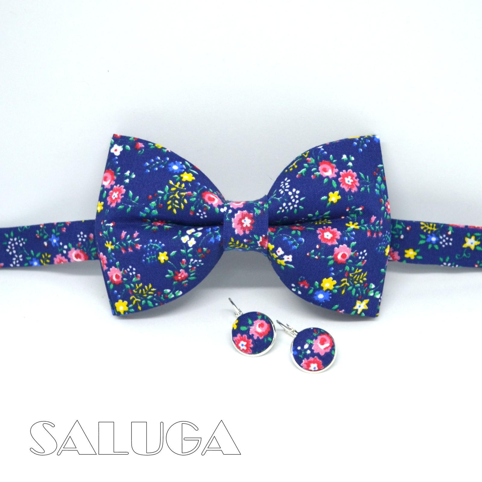 Kvetinový pánsky modrý motýlik + náušnice - Obrázok č. 1