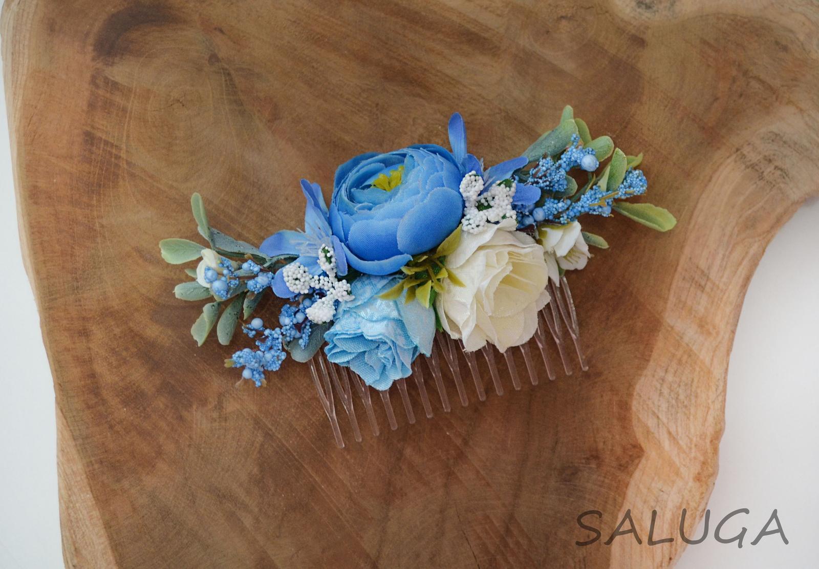 Kvetinový hrebienok do vlasov - modrý - Obrázok č. 1