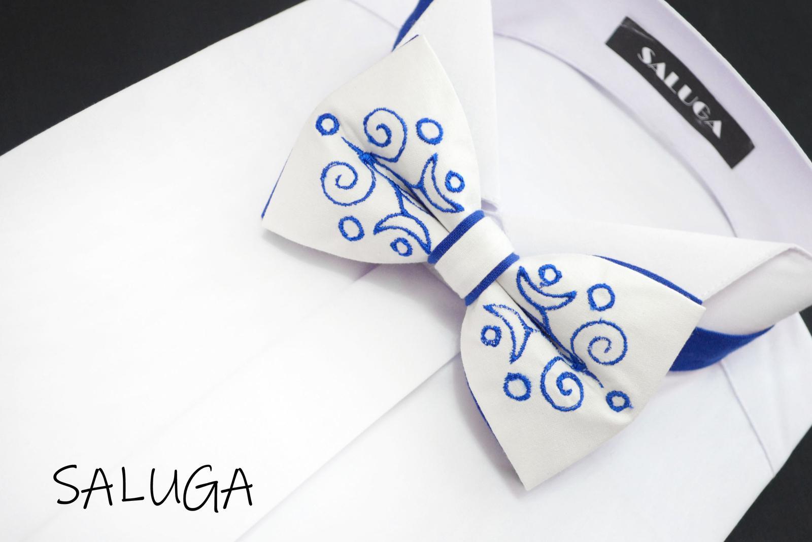 Vyšívaný pánsky motýlik - folklórny - modrý - Obrázok č. 1